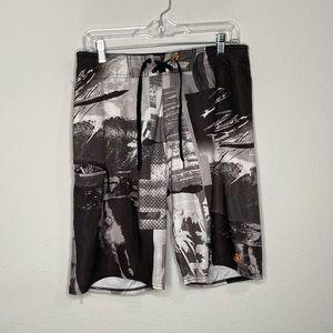 "Men's Quicksilver Board Shorts Size 32"" Waist"